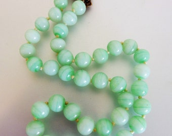 Pretty Vintage Designer Faux Jade Glass Bead Choker Necklace Marvella