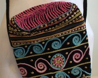 ON SALE vintage. 70s Indian Cotton Embroidery Pouch // Shoulder Bag
