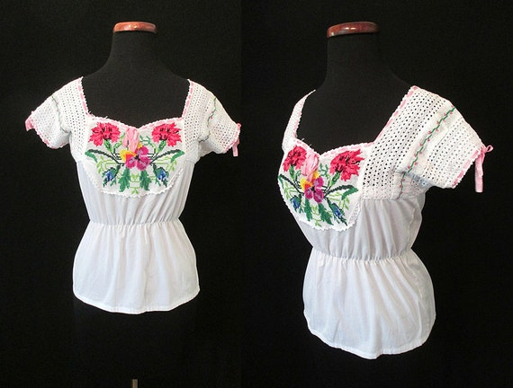 CLEARANCE Adorable 1950's Cotton Peasant Blouse / Hand Embroidered Roses Rockabilly Pinup Boho Bohemian Hungarian Blouse Floral Size-Small