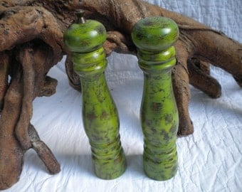Upcycled recycled salt and pepper grinder citrus green distressed hand painted farm house beachy cabin decor