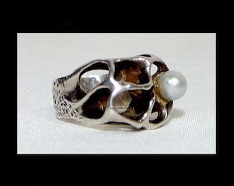 Space age modernist sterling silver & cultured pearl ring ~ 8.5 ~ large MCM brutualist sculpture ~ arts and crafts modernist studio 50s 60s