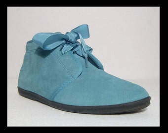 NEW 1970s 1980s blue suede Keds ankle boots - 6.5 - 6 1/2 made in Korea - black rubber sole - shoes flats chukka - ribbon ties laces leather