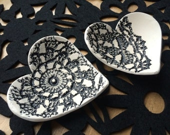 ceramic heart dish ring plate in matt black and white. Crochet lace detail.