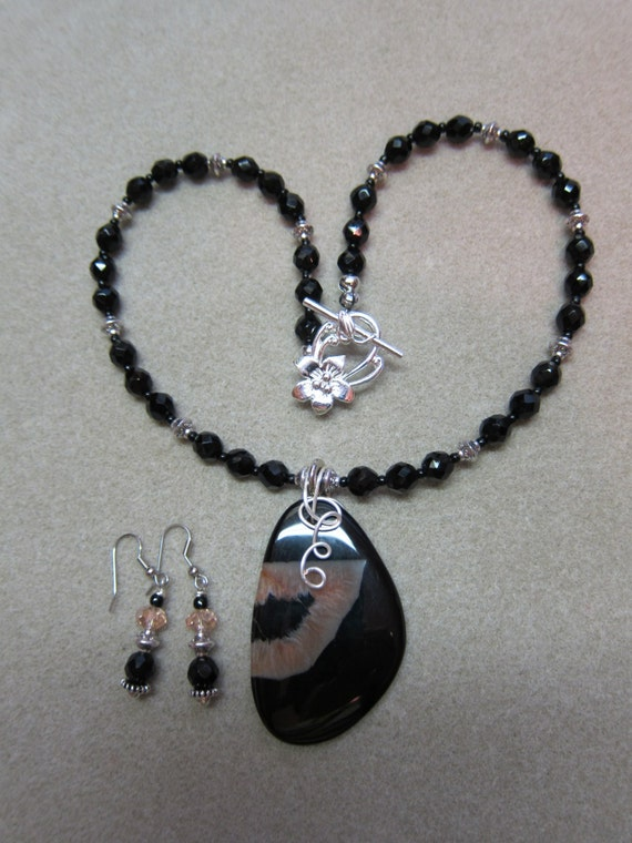 Druzy Quartz Pendant, Black Onyx 6 mm Faceted Beads 18 inch necklace Earring Set by WatercolorsNmore