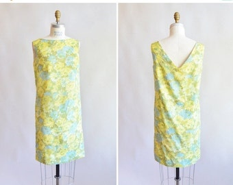 30% off storewide /// Vintage 1960s FLORAL mini dress