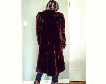 B E A U T I F U L 1950s 1960s Dark Brown Faux Fur Long Coat