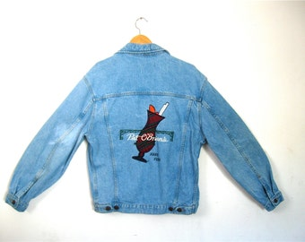 Light Blue Denim Jean Jacket With Embroidered Appliqué Logo Pat O'Briens New Orleans Hurricane Have Fun! Vintage 80's M