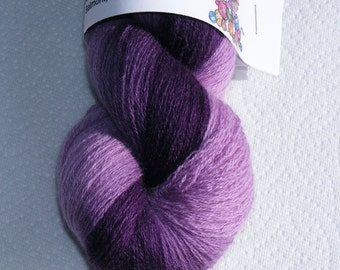 Gradient lilac to purple pure cashmere recycled yarn