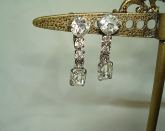1950s Sparkly Rhinestone Dangly Earrings.