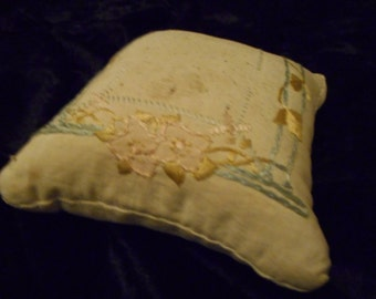 x Pin Cushion Antique embroidered (FF020516-07)
