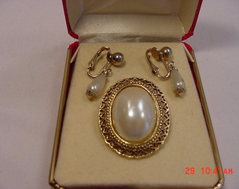 Vintage Loree Company Faux Pearl Brooch In Original Gift Box   16 - 347