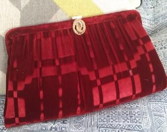 60s HARRY LEVINE/HL—Printed Velvet Evening Purse—Scarlet Geometric Print—Golden Carry-Chain