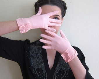 Vintage 1950s 1960s Pink Nylon Stretch Gloves with Ruffles / 1950s Pale Pink Gloves by Hansen