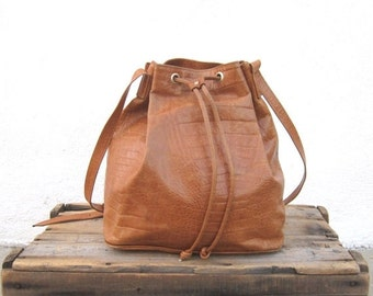 15% Off Out Of Town SALE 80s 90s Drawstring Pouch Tan Italian Large Leather Bucket Shoulder Bag