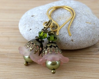 Peach and Green Lucite Flower Earrings. Olive Green Pearl Earrings. Antique Brass. Small Flower Earrings. Orange Earrings. Apricot Flowers.