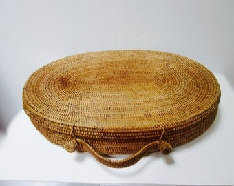 Vintage Woven Large Oval Basket with Lid Top