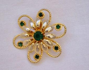 "Vintage Emerald Green Rhinestone Brooch Pin - 1 7/8"" Diameter"