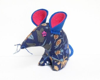 Bobbi Retro  Mouse - vintage 60s fabric,  Pat Albeck DAISYCHAIN , in blue and pink,