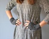 Knit gray gloves for winter, fingerless mittens in black wool for women