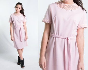 60s Baby Pink Mod Shift Dress w/ Lace Collar Matching Belt // Vintage 1960s Size M Medium