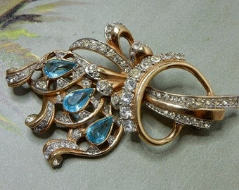1940s Blue Rhinestone Bouquet Brooch Trifari   NBO30