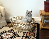 Faux wicker pet bed with cushion for kitty or puppy - dollhouse miniature