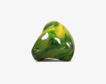 Vintage Marbled BAKELITE RING / 1960s Chunky Dome Spinach Green & Yellow Marble