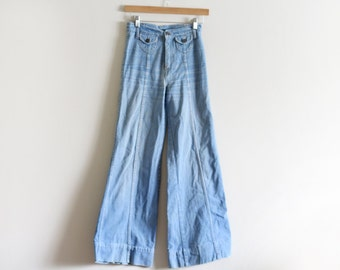 70's High Waisted Denim Wide Leg Bell Bottoms / Detailed Back Pockets / Small 25-26