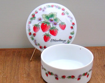 Berries on the Vine Vintage Strawberry Porcelain Trinket Box Shibata Japan