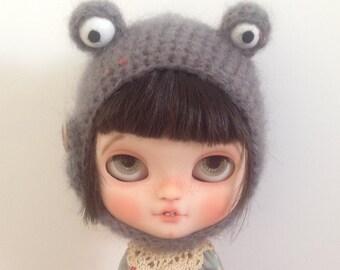 Dark grey monster hat for blythe doll