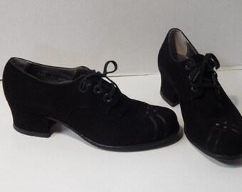 Vintage 1930s 1940s lace up oxfords, black suede size 7