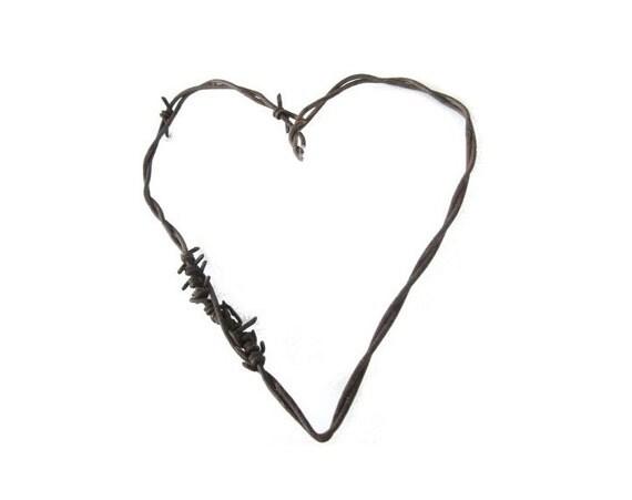 Barbed Wire Heart . rustic wedding favor . rustic wedding decorations. rustic heart . rusty metal hearts