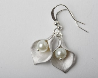 Ivory Bridesmaid earrings, Silver calla earrings, ivory pearl earrings, ivory wedding earrings, bridesmaid earrings, maid of honour gift