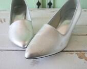 1980s Vintage CINDERELLA Heels..size 5 6 womens..fancy. cinderella. classic. silver. shimmer. shine. mod. classic. silver heels. 1980s heels