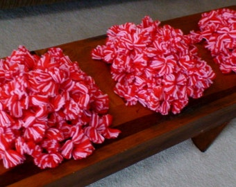 Hofmann & Leavy, Inc. Yarn Pom Poms, Pink and Red, 300+