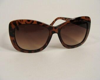 vintage 70s 80s Halston 'Colors in Optics Ltd' Brown Tortoise Shell Sunglasses