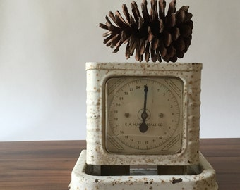Vintage Kitchen Scale, R. A. Hunter, Chippy Creamy White , Rusty Metal, Rustic, Farmhouse Kitchen Decor