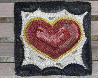 Primitive Folk Art Valentine Heart Hooked Rug