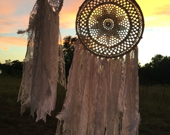dream catcher / lace dream catcher / gypsy boho chic / rustic / feathers / vintage doily dream catcher / Dream Big / dreamer / dream