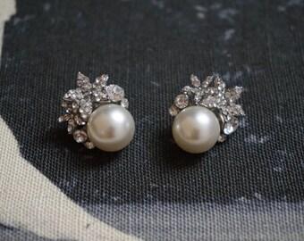 Crystal Pearl bridal stud earrings, ivory earrings, ivory pearl studs, white pearl studs, cluster crystal earrings, cluster pearl earrings,