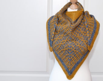 Knitting pattern for triangle shawl Mika