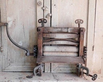 Antique Clothes Wringer Washer, The American Wringer Co. Primitive Farmhouse Laundry Room