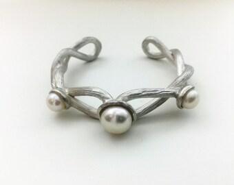 the button pearl cuff