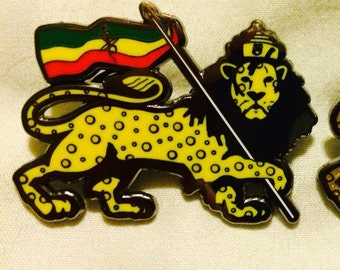 Lion of Gouda- String Cheese Incident Hat Pin