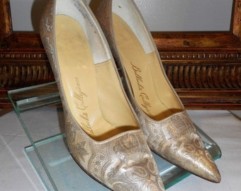 30% OFF SUMMER SALE - - Vintage 1960's Bullock's Collegienne Gold Metallic Evening Pumps - Size 6 1/2 Aa