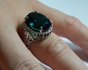 Emerald CZ Filigree Ring 14 Carats Sterling Silver 5.7gm Size 5.75 Great Condition