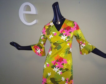 Vintage 60s70s MOD Hawaiian Dress 1960s 1970s Hippie Boho Bell Sleeve Psychedelic Flower Power Floral Print Tiki Oasis Beach Wedding Small
