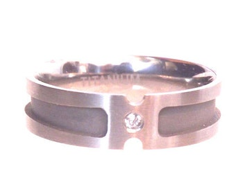 Mens Titanium Wedding Band Ring with Clear Stone/ Size 11.5