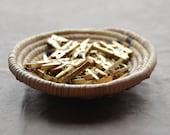 Bulk-mini kleding pinnen metallisch goud (50 wasknijpers) hand geschilderd