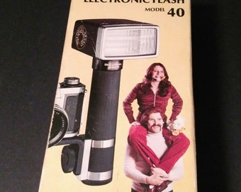 Bell & Howell Hi Power Electronic Flash Model 40 - Grip Type